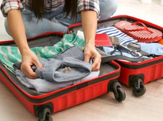 対応策。現地で捨ててしまっても良い衣類等を入れて、スーツケース内の空洞をできる限り無くします。
